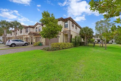 5284 Santa Maria Avenue Boynton Beach FL 33436