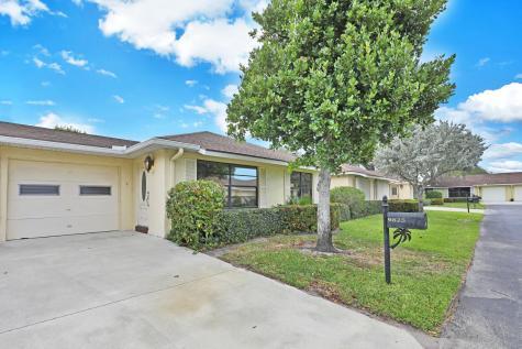 9825 Walnut Tree Way Boynton Beach FL 33436