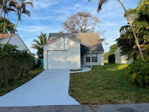 13 Tara Lakes Drive Boynton Beach FL 33436