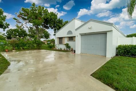 8 Compton Way Boynton Beach FL 33426