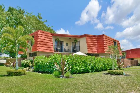 23042 Oxford Place Boca Raton FL 33433