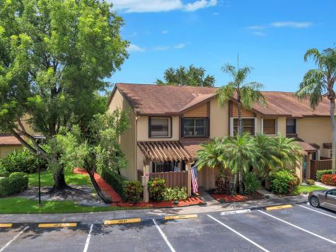 3960 Cocoplum Cr Circle Coconut Creek FL 33063