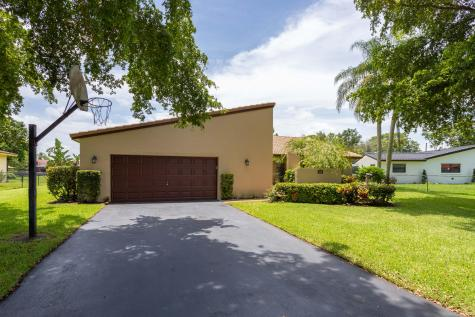 898 Nw 82 Avenue Coral Springs FL 33071