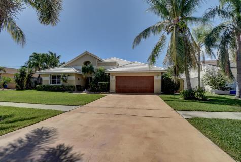 390 Apache Lane Boca Raton FL 33487