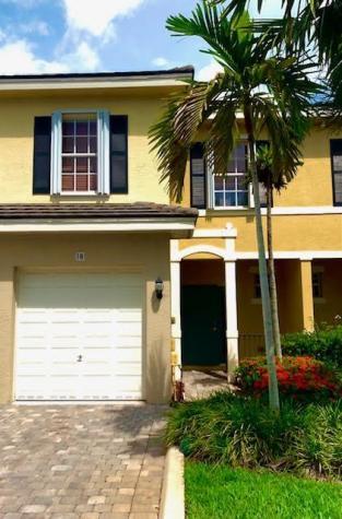 18 Largo Way Boynton Beach FL 33426